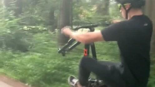 山地车达人秀操作,下一幕把我看愣了,轮子怎么自己跑了啊?