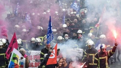 抗议变骚乱!百万民众在法国各地罢工游行 现场爆炸声不断