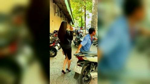 在越南,只要你有一辆高档摩托车,你就能娶一个漂亮的媳妇!