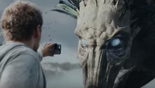 几百年前的怪物复活,看了眼人类的手机,竟吓得瞬间变脸色