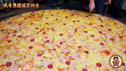 都没法下嘴!俄罗斯小伙挑战60斤重的披萨,最后的成品太壮观了