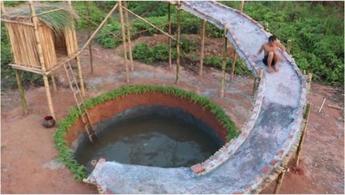 村里孩子没钱去游乐场,农村小伙徒手打造水上滑梯,太有创意了!