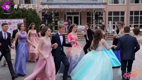 一下分到两名女舞伴是什么体验?乌克兰小伙的表情说明了一切