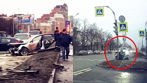 车速快到看不清!实拍:俄罗斯男子试驾新奥迪A7失控连撞15车