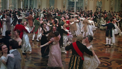 《战争与和平》拍舞会场景妙招频出!摄影师穿旱冰鞋满场转圈圈