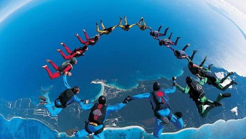 最刺激的高空跳伞 164人从机舱里跳下 网友:不担心意外?
