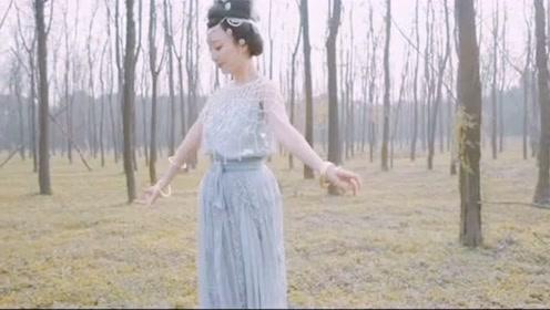 古典美女树林里舞一曲《清平乐》,网友:怎的一个美字了得!