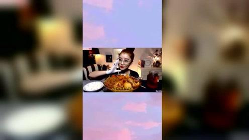 韩国吃播宽粉姐姐吃安东酸菜炖鸡,配上最爱的宽粉根本停不下来!