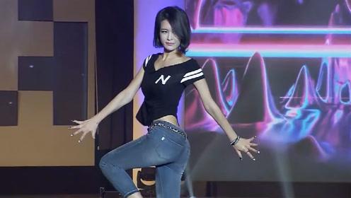 韩模气质走秀,与众不同的出场方式,让人眼界大开!