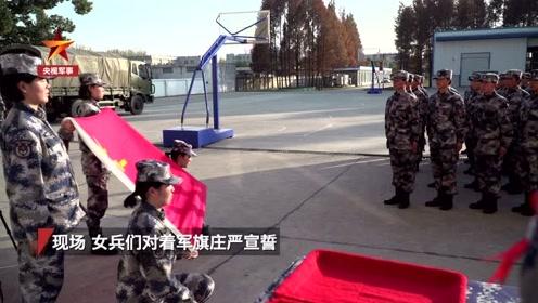 空降兵某旅为2019年度新女兵举行授衔仪式