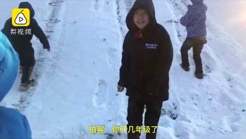 天然游乐场!东北的孩子有坡就能玩滑雪