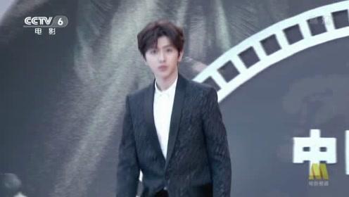 蔡徐坤海南电影节亮相,帅气穿着让人移不开眼!