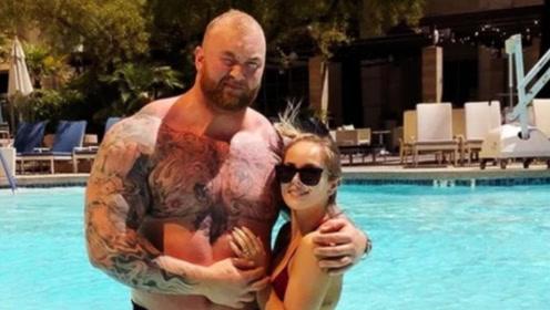 嫁给世界上最强壮的肌肉男是什么感觉?妻子的回答很直接!