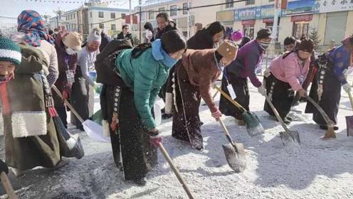 暖心!青海雪后道路结冰,居民集体自发上街铲雪:半小时搞定
