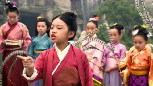 女孩从小就霸气,看公主不爽上去就开打,下秒扬起鞭子啪啪抽脸