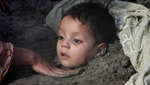 """印度贫民窟""""活埋""""儿童,父母还以此为荣,看完让人心疼"""