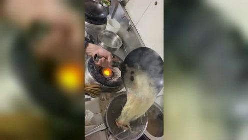 原来后厨是这样做菜的