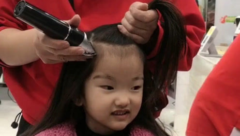 宝宝头发太毛躁千万别剃掉,烫个羊毛卷,比芭比娃娃还可爱