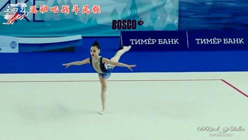 """少儿版""""冰雪女王""""!俄罗斯体操小萝莉的高冷表现惊艳全场"""