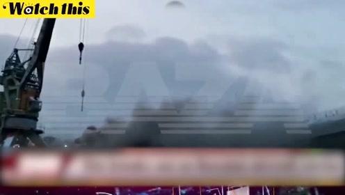 俄唯一航母库茨涅佐夫号修理时起火 浓烟遮天蔽日救援困难重重