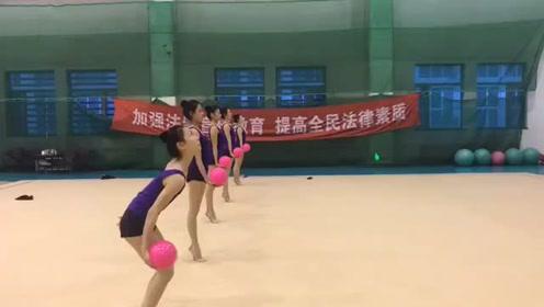 舞蹈生接球训练,一次完成太棒了