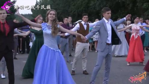 """难怪俄罗斯是""""选美之国""""!跳舞的女中学生每一个都能当""""模特"""""""