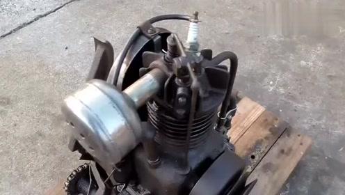 启动1950年的奇特发动机,第一次见用脚打火的,真特别!