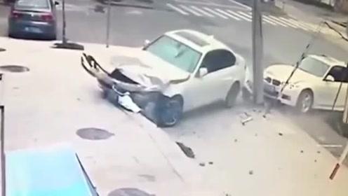 同是宝马两车互不相让,只能相约进修理厂,司机真是狠人!