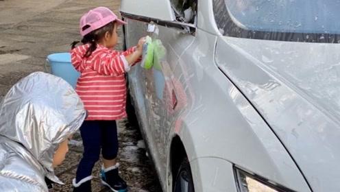 霍启刚罕见晒娃,二女儿和哥哥齐动手洗车换奖励,豪门教育接地气