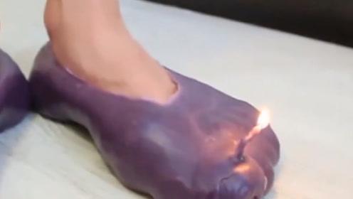 """外国小姐姐用100层蜡烛造""""高跟鞋"""",点燃后去逛街,网友:真心疼!"""