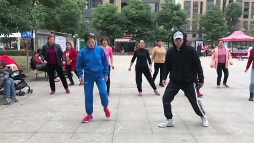 流行于大小广场的懒人散步舞,每天坚持10分钟,快速瘦出小蛮腰
