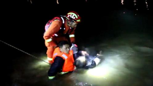 男子被困水塘拒绝救援  消防员冰水中泡了一个多小时才把他救上岸