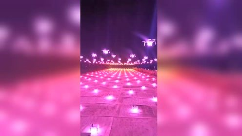 数百架无人机点亮起飞那一瞬间,五秒后见证这霸气一幕!