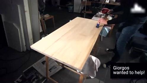 买桌子太贵,牛人拿起木头动手做了一张,又省了好几百