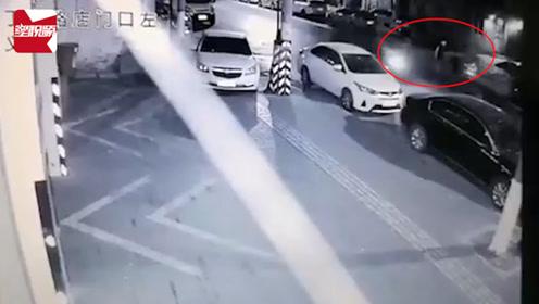 男子骑三轮车撞伤八旬老人后逃逸,还狡辩:帮忙扶人,在做好事
