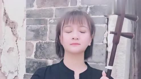 北京四合院里的二胡曲,美女实力演奏《渴望》,这画面太美了!
