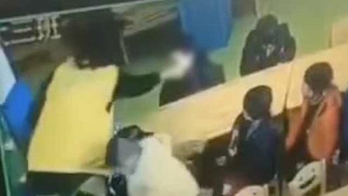 贵州铜仁一幼师用牙签戳小孩脸,被拘留10日,取消其教师资格