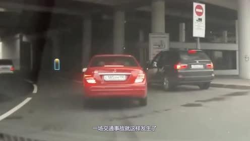 小轿车嚣张变道!视频车司机瞬间悲剧了!真是个祸害