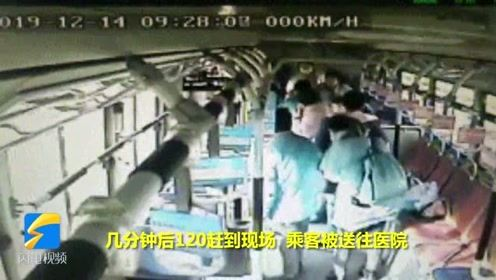 日照:一男子公交车内突发疾病 公交车司机紧急施救