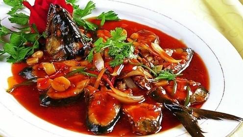 """做红烧鲅鱼,最好不要加水炖,大厨教你加点""""它""""鱼肉鲜嫩还不腥"""