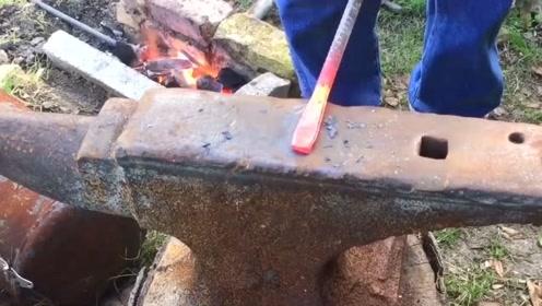 牛人用普通钢筋打造工具,几十年打铁生涯不是白混的