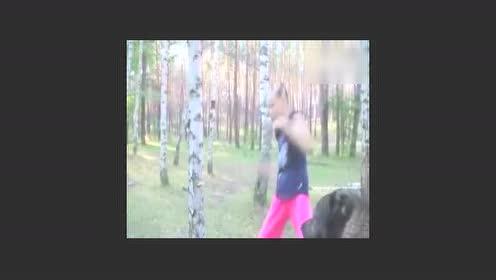俄罗斯女孩的训练日常 感觉她能打死一头熊