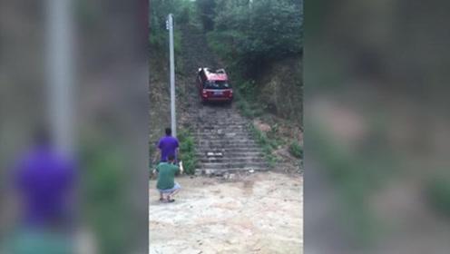 """俗话说""""上坡容易下坡难"""",看老司机如何以身试法!"""