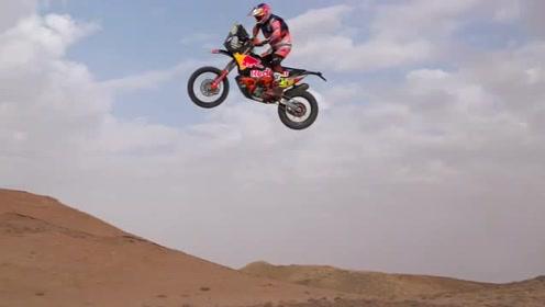 飞一般的感觉 高手驾红牛摩托驰骋沙漠