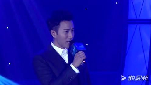 刘恺威在华鼎奖现场演唱电视剧主题曲,台下佟丽娅笑得很是开怀!