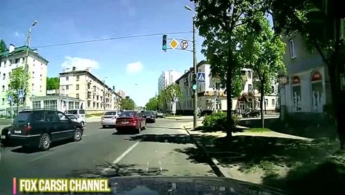 开车不是儿戏 国外交通事故视频合集