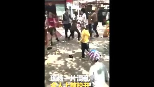 数女子街头疯狂干仗 孩子惨被一脚踢出哇哇大哭