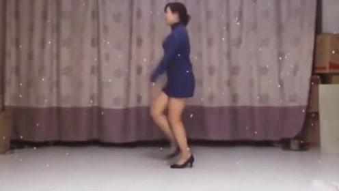唱歌只服邓丽君 跳舞只爱隔壁王阿姨!