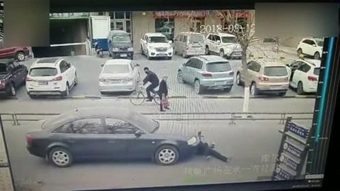 男子见车驶来飞身碰瓷,却疑因受惊癫痫发作