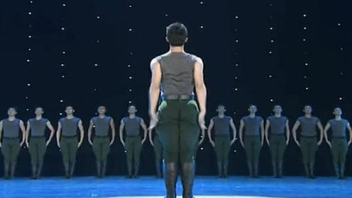 中国军人表演舞蹈《步调一致》全体致敬